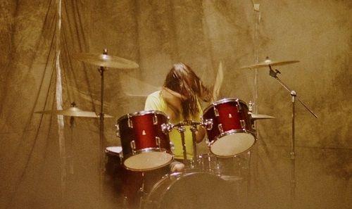 В пералнята е първата любов: Няколко барабанисти станали китаристи