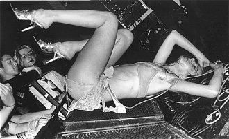 Кати Джейн Гарсайд – пънк, оскъдно облекло и вино