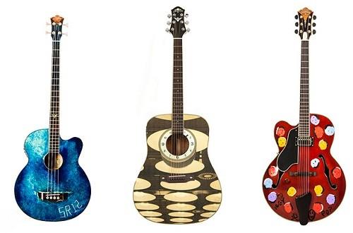 Майкъл Стайп и Иги Поп изрисуват китари за благотворителност