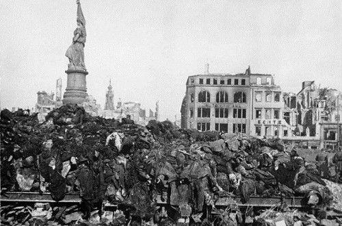 Кърт Вонегът за Дрезден и един 70 годишен спомен