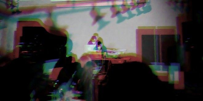 Гледай видео от сета на Binaural Headset Experiment в Чешкия център