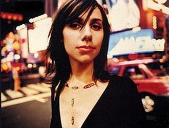 Обичам да изглеждам като проститутка и да мисля като политик – PJ Harvey